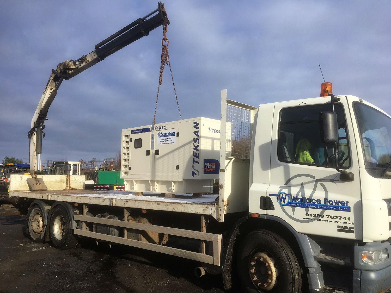 Lorry-Delivering-Industrial-Generator